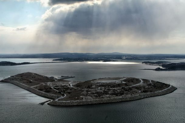 1280px-Spectacle_Island_in_Boston_Harbor